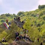 Erto(Pn)-tifosi arrampicati per vedere il giro Ita