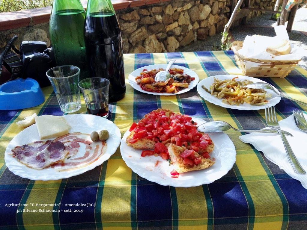 Amendolea_(RC)_Agriturismo_Il_Bergamotto_antipasti.