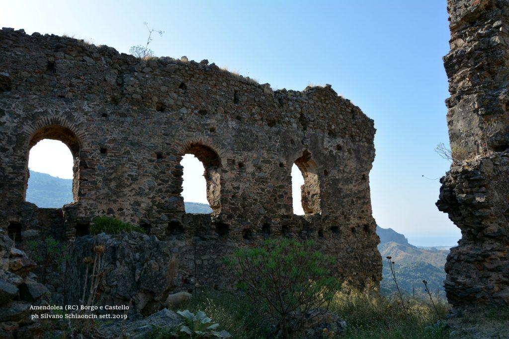 Amendolea_(RC)_Il Castello dei Ruffo di Calabria (XII sec.)(ruderi).