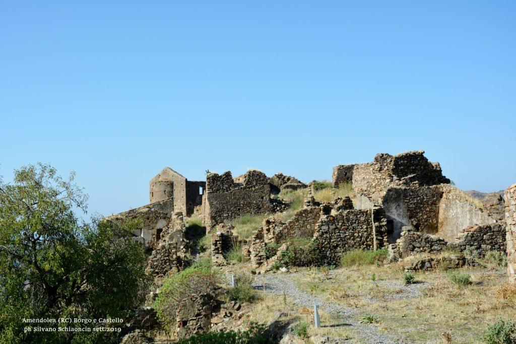Amendolea_(RC)_Il Borgo Antico e la Chiesa della SS. Annunziata (XIV sec.) (ruderi).