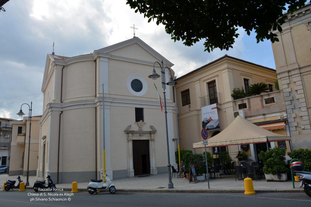 Da Pellaro (RC) a Roccella Jonica (RC): il mare visto dal finestrino del treno. Chiesa di S. Nicola (ex Aleph) in centro a Roccella Jonica.
